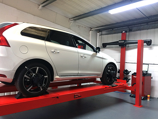 Aligning a Volvo vehicle